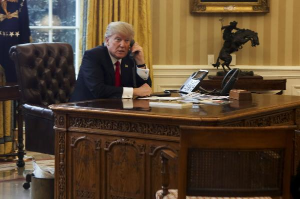 mirandaTrumps-first-week-brings-bizarre-campaign-to-Oval-Office